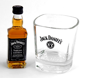 "Jack Daniels Whiskeyglas ""Old No.7"" zu finden bei Amazon"